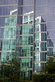 ουρανοξύστης αντανάκλα&sigma Στοκ Εικόνα