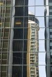 ουρανοξύστης αντανακλά&sigma Στοκ Φωτογραφίες