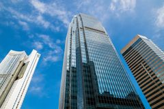 Ουρανοξύστης και ουρανός στοκ εικόνα με δικαίωμα ελεύθερης χρήσης