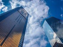 Ουρανοξύστης και ουρανός στοκ φωτογραφίες