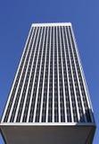 Ουρανοξύστης με την οπτική παραίσθηση Στοκ εικόνες με δικαίωμα ελεύθερης χρήσης