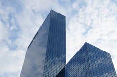 Ουρανοξύστης με την πρόσοψη γυαλιού Στοκ εικόνες με δικαίωμα ελεύθερης χρήσης