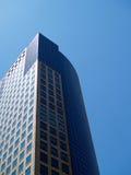 ουρανοξύστης μπλε ουρανού στοκ εικόνα