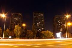 Ουρανοξύστης τη νύχτα Στοκ Εικόνες