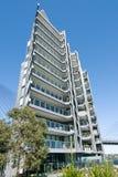 Ουρανοξύστης του Σίδνεϊ με το φωτεινό μπλε ουρανό στοκ εικόνες με δικαίωμα ελεύθερης χρήσης