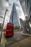 ουρανοξύστη ανόδου οικοδόμησης τον υψηλό Λονδίνο που λαμβάνεται κάτω από Στοκ φωτογραφίες με δικαίωμα ελεύθερης χρήσης