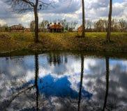 ουρανός Αντανακλάσεις στο νερό Στοκ φωτογραφίες με δικαίωμα ελεύθερης χρήσης