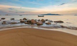 Ουρανός Βιετνάμ βραδιού κόλπων Trang Nha Στοκ Φωτογραφίες