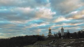 Ουρανός βραδιού επάνω από το ναό, χρονικό σφάλμα απόθεμα βίντεο