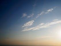 Ουρανός βραδιού, λίγο σύννεφο Στοκ φωτογραφία με δικαίωμα ελεύθερης χρήσης