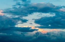 Ουρανός βραδιού με τα σύννεφα Στοκ φωτογραφία με δικαίωμα ελεύθερης χρήσης