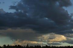Ουρανός βροντής πριν από τη βροχή Στοκ Εικόνες