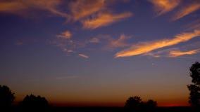 Ουρανός διάθεσης σύννεφων χρονικού σφάλματος ηλιοβασιλέματος απόθεμα βίντεο