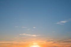 Ουρανός ηλιοβασιλέματος, ζωηρόχρωμο υπόβαθρο ουρανού ηλιοβασιλέματος Στοκ φωτογραφία με δικαίωμα ελεύθερης χρήσης