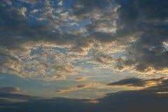 Ουρανός ηλιοβασιλέματος και υπόβαθρο σύννεφων Στοκ εικόνες με δικαίωμα ελεύθερης χρήσης