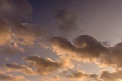 Ουρανός ηλιοβασιλέματος με τα σύννεφα της χρήσης υποβάθρου Στοκ εικόνα με δικαίωμα ελεύθερης χρήσης