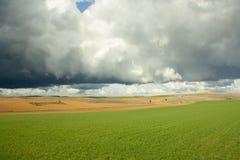 Ουρανός θύελλας στον τομέα Soria, Ισπανία στοκ εικόνα