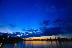 Ουρανός και έλη στο λυκόφως στοκ φωτογραφίες