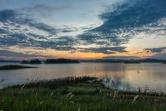 ουρανός και λίμνη Στοκ Φωτογραφία