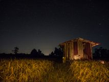 Ουρανός και αστέρια στον τομέα στοκ φωτογραφίες