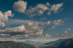 Ουρανός και βουνά Στοκ φωτογραφίες με δικαίωμα ελεύθερης χρήσης
