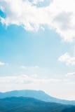 Ουρανός και βουνά Στοκ Εικόνες