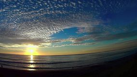 Ουρανός και θάλασσα 5 παραλία Carlsbad Καλιφόρνια ηλιοβασιλέματος Ponto απόθεμα βίντεο