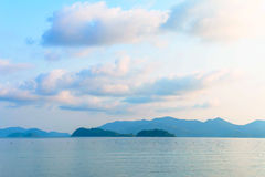 Ουρανός και θάλασσα πρωινού από το νησί στο Κόλπο της Ταϊλάνδης Στοκ εικόνα με δικαίωμα ελεύθερης χρήσης