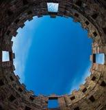 Ουρανός μέσα στον πύργο στοκ φωτογραφίες με δικαίωμα ελεύθερης χρήσης