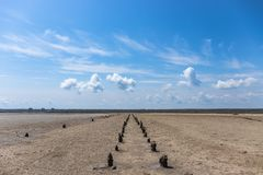 Ουρανός με τα σύννεφα και το έδαφος στοκ φωτογραφία με δικαίωμα ελεύθερης χρήσης