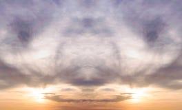 Ουρανός με τη θύελλα σύννεφων και το χρώμα του ηλιοβασιλέματος Στοκ Φωτογραφίες