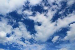 Ουρανός, μπλε, σύννεφα, σύννεφο, λευκό, φύση, αέρας, ημέρα, καιρός, υπόβαθρα, νεφελώδη, cloudscape, ουρανός, φως, ουρανοί, ήλιος, Στοκ Φωτογραφίες