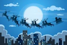 Ουρανός μυγών ταράνδων ελκήθρων Άγιου Βασίλη πέρα από την πόλη διανυσματική απεικόνιση