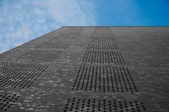 ουρανός πέρα από έναν τουβλότοιχο στο Αμβούργο Γερμανία Στοκ Εικόνες