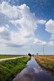 ουρανός ποταμών padi πεδίων Στοκ φωτογραφία με δικαίωμα ελεύθερης χρήσης