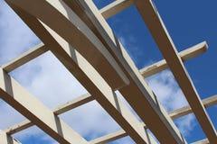 Ουρανός που βλέπει μέσω της στέγης περγκολών Στοκ εικόνες με δικαίωμα ελεύθερης χρήσης