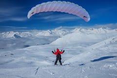 Ουρανός που γλιστρά στα χιονώδη βουνά Καύκασου Στοκ Εικόνες
