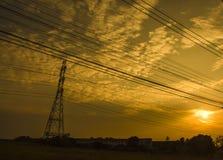 Ουρανός σκιαγραφιών και ηλεκτρο φόρος Στοκ εικόνα με δικαίωμα ελεύθερης χρήσης
