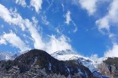 Ουρανός στο χιονώδες βουνό Στοκ Φωτογραφία