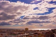 Ουρανός, σύννεφα, καθένα Estepona πόλη, Ανδαλουσία, Ισπανία Στοκ Φωτογραφίες