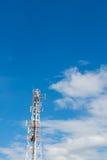 Ουρανός σύννεφων ιστών τηλεπικοινωνιών Στοκ Εικόνες
