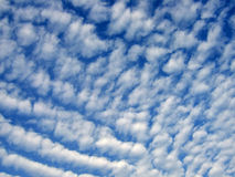 ουρανός σύννεφων altocumulus Στοκ Φωτογραφίες