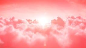 ουρανός Όμορφη πτήση πέρα από τα ροδαλά σύννεφα με τον ήλιο απεικόνιση αποθεμάτων