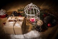 ουρανός santa του Klaus παγετού Χριστουγέννων καρτών τσαντών Κερί Χριστουγέννων και δώρο Χριστουγέννων Στοκ εικόνα με δικαίωμα ελεύθερης χρήσης