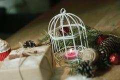 ουρανός santa του Klaus παγετού Χριστουγέννων καρτών τσαντών Κερί Χριστουγέννων και δώρο Χριστουγέννων Στοκ Φωτογραφία