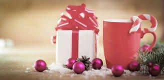 ουρανός santa του Klaus παγετού Χριστουγέννων καρτών τσαντών Κούπα και δώρο Χριστουγέννων στο backgro Χριστουγέννων Στοκ Εικόνες