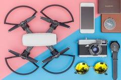 Ουσία αντικειμένων και συσκευών ταξιδιού στοκ εικόνα