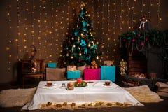 Ουσία Χριστουγέννων πυροβολισμός που γίνεται με το βάθος shalow του τομέα εκλεκτικός Στοκ Εικόνες