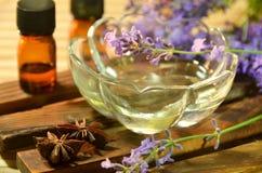 Ουσιαστικά πετρέλαια με lavender Στοκ Φωτογραφίες