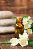 Ουσιαστικό πετρέλαιο της Jasmine για aromatherapy Στοκ Εικόνα